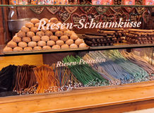 Sötsaker som är till salu i Berlin, Tysklandjul, marknadsför ställningen Royaltyfri Fotografi