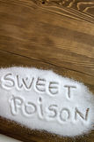 SÖTT GIFT som är skriftligt på högen av socker Arkivbilder