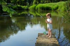 Sött Little Boy fiske Royaltyfri Bild