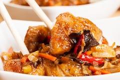 Sött och surt griskött och ris arkivbild
