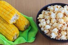 Sött popcorn och nya havre Arkivfoto