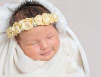 Sött sova som är nyfött, behandla som ett barn Arkivbilder