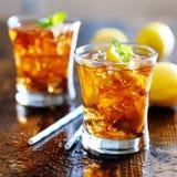 Sött te med den citronskivor och mintkaramellen Fotografering för Bildbyråer