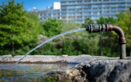 Sötvattens- och dricka springbrunnen Royaltyfri Bild