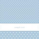 Süße, blaue Polkapunktkarte oder Einladung Stockfoto