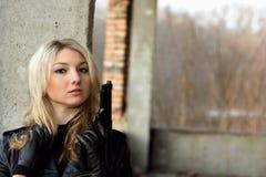 Süße blonde Frau mit Pfirsichhaut Lizenzfreie Stockfotografie