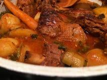 süße Ente gekocht mit Kartoffeln Stockfotos