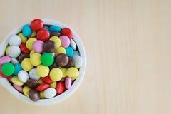 Süße Farbsüßigkeit auf dem Vase Lizenzfreie Stockfotografie