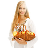Süße Frau mit reifen Äpfeln Stockfoto