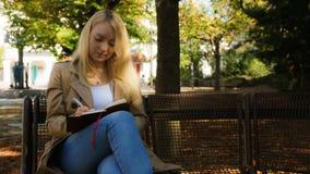 Süße junge blonde Frauen Lizenzfreie Stockbilder