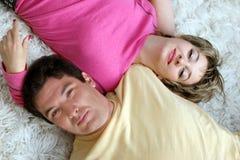 Süße junge Paare stockfotos