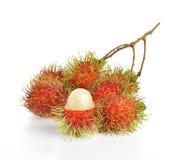 Süße köstliche Frucht des Rambutan lokalisiert auf weißem Hintergrund Lizenzfreie Stockfotografie