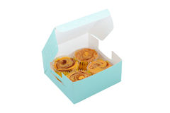 Süße kleine Kuchen im Kasten lizenzfreie stockfotografie
