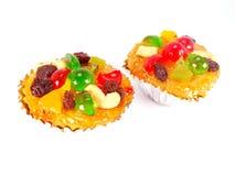 süße Kuchenfrüchte auf weißem Hintergrund Lizenzfreie Stockfotos