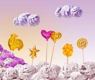 Süße Landschaft der Eiscreme und der Süßigkeit auf Himmelhintergrund Stockfoto