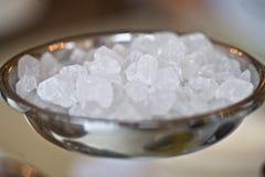 Süße Nahaufnahme des weißen kristallenen Klumpens Zucker Lizenzfreie Stockfotografie