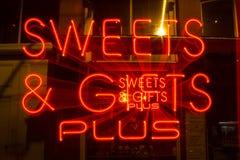 Süße Neon summen herein Chinatown, Victoria, BC laut stockfotos