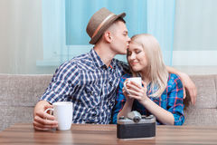 Süße Paare auf einem Datum Stockfotos