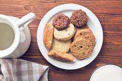 Süße Plätzchen auf Platte Lizenzfreie Stockfotografie