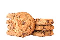 Süße Plätzchen mit Schokolade auf Weiß Lizenzfreies Stockbild