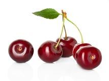 Süße reife Kirsche, Beeren lokalisiert auf Weiß Lizenzfreie Stockfotografie