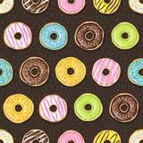 Süße Schaumgummiringe auf dem dunklen Hintergrund Lizenzfreie Stockfotografie