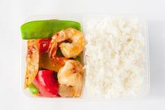 Thailändisch nehmen Sie Nahrung-, süße u. sauresoße mit Reis weg Stockbilder
