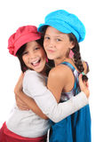 Süße Umarmung der kleinen Schwestern Stockfotos