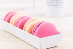 Süße und bunte französische Makronen oder macaron lizenzfreie stockfotografie
