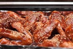 Süße und saure Hühnerflügel Stockfotos