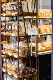 Süßer belgischer Nachtisch im Shop lizenzfreies stockfoto