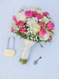 Süßer Blumenstrauß des Fotos auf einem weißen Hintergrund Lizenzfreie Stockfotos