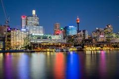 Süßer Hafen und Rand des Kais nachts Lizenzfreie Stockbilder