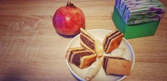 Süßer Kuchen auf dem Tisch lizenzfreies stockfoto