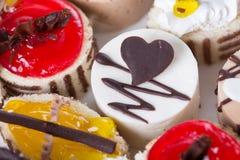 Süßer Kuchen auf einer Platte Stockfoto