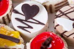 Süßer Kuchen auf einer Platte Lizenzfreie Stockfotos