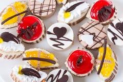 Süßer Kuchen auf einer Platte Stockbild