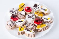Süßer Kuchen auf einer Platte Stockfotografie