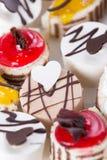 Süßer Kuchen auf einer Platte Lizenzfreie Stockfotografie