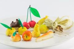 Süßer Marzipanfrucht-Süßigkeitsnachtisch stockbild