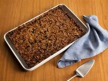 Süßer Nahrungsmittelnachtisch, Kuchen beim Einstellen minimal Lizenzfreie Stockfotos