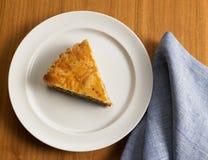 Süßer Nahrungsmittelnachtisch, Kuchen beim Einstellen minimal Stockbild