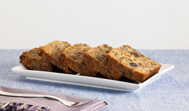 Süßer Nahrungsmittelnachtisch, Kuchen beim Einstellen minimal Lizenzfreies Stockbild