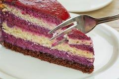 Süßer sahniger Kuchen mit Kaffee lizenzfreies stockbild