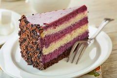 Süßer sahniger Kuchen mit Kaffee stockbilder