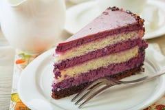 Süßer sahniger Kuchen mit Kaffee lizenzfreies stockfoto