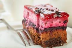 Süßer sahniger Kuchen mit Kaffee lizenzfreie stockbilder
