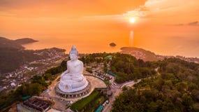 süßer Sonnenuntergang der Vogelperspektive in Phuket großer Buddha ? Stockbilder