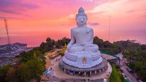 süßer Sonnenuntergang der Vogelperspektive in Phuket großer Buddha ? Lizenzfreie Stockfotos