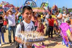 Süßer Verkäufer, riesiges Drachenfestival, der Allerheiligen, Guatemala Lizenzfreie Stockfotografie